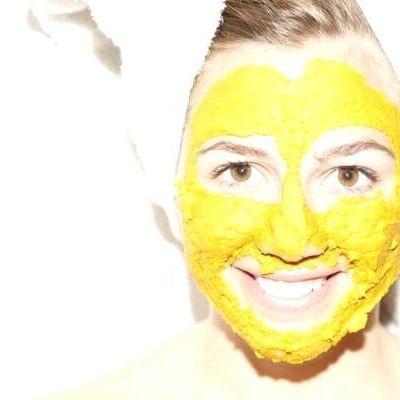 Limpiarlos poros con miel, cúrcuma y yogur