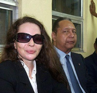 """Où est donc passée Mme Roy, la compagne de plus de vingt-ans du défunt Duvalier J-Cl ? Aurait-elle été """"mangée"""" pour parler le langage de Gabriel Fortuné, l'ex-maire  des Cayes,nostalgique du temps des mangeurs de vie humaine ?                                                                      x         -"""