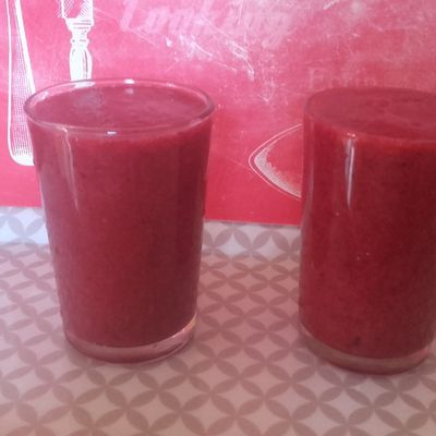 Smoothie pomme-fruits rouges