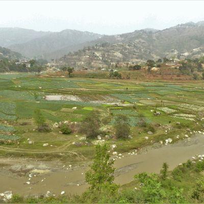 Katmandou (1) ... Entre Bandipur et Katmandou, une superbe route