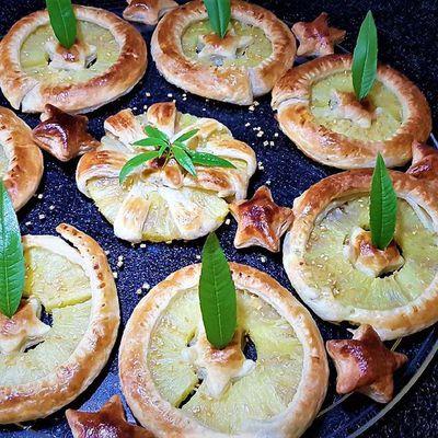 fleurs feuilletées à l'ananas verveine-citronnelle, ou glace rhum raisins