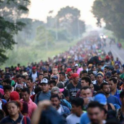 """Selon des informations provenant de journalistes """"sur le terrain"""" et publiées sur les réseaux sociaux, une nouvelle caravane de 2000 migrants aurait quitté le Honduras et se trouverait actuellement au Guatemala. La caravane qui comptait 4000 migrants et qui était bloquée sur un pont à la frontière du Guatemala et du Mexique serait logée dans un parc riverain et compterait désormais 7000 migrants!"""