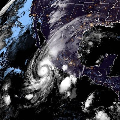 L'ouragan Willa passe en catégorie 5 et se rapproche de la côte ouest du Mexique = des vents à 260 km/h