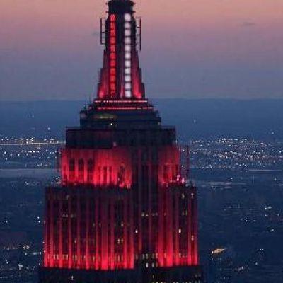 CORONAVIRUS - USA : Le bâtiment de l'Empire State Building a été transformé en gigantesque gyrophare d'urgence