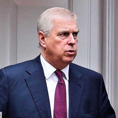 GB : Le prince Andrew acculé : ce documentaire explosif qui n'arrange pas son cas = La chute sans fin du prince Andrew affole la Couronne !!!