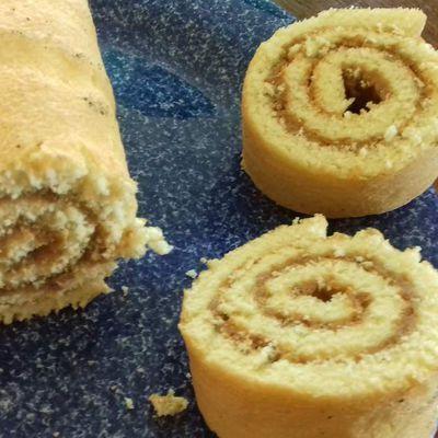Roulé au spéculoos crunchy et son biscuit vanille fraise