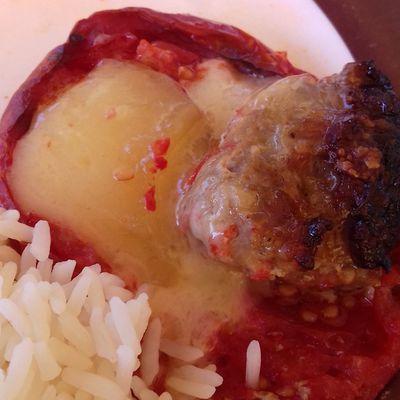 Tomates farcies fromagères avec ses dés d'abondance