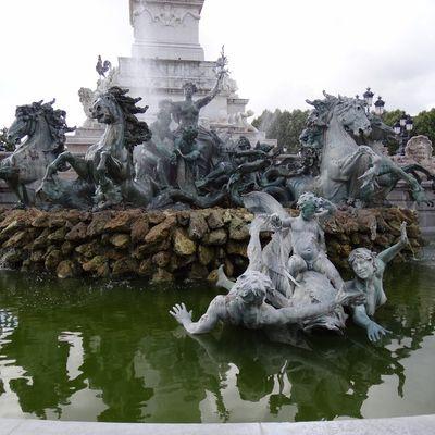 La Fontaine des Girondins à Bordeaux : côté Jardin Public...