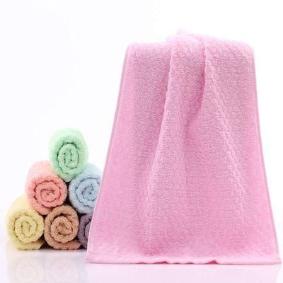 Colori tenui degli asciugamani per una stanza da bagno più rilassante