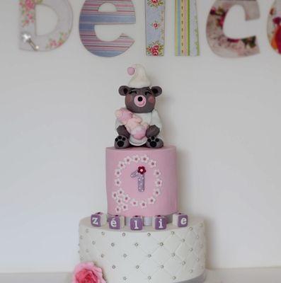 Gâteau d'anniversaire bébé fille et maman ourson