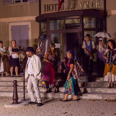 Visite en Scène de Beaumes-de-Venise avec les comédiens du Trac et Florence Bombanel, guide conférencière de la Cove - Les Vendredis 7 juillet - 11 et 25 août à 21 h
