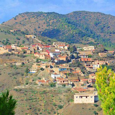 Visite de Tabouanant sur fond de l'achewiq Lkhalat