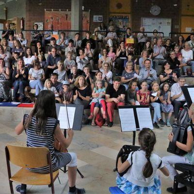 Abwechslungsreiches Schüler-Sommerkonzert krönender Abschluss des 40. Jubiläumsjahres der Sing- und Musikschule Veitshöchheim