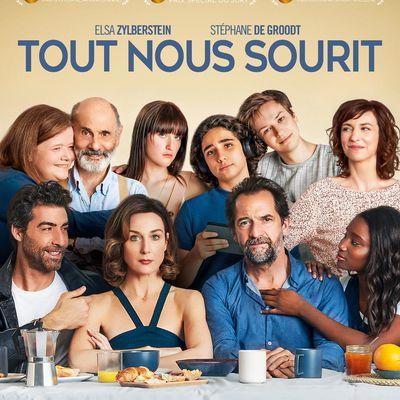 TOUT NOUS SOURITde Mélissa Drigeard avec Elsa Zylberstein, Stéphane De Groodt, Karidja Touré...au Cinéma le 8 Avril 2020