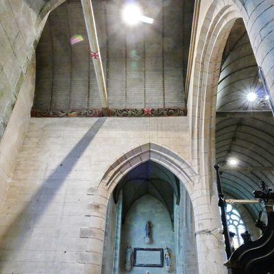 Les sablières (1551) des bras du transept et des bas-cotés de l'église Saint-Émilion de Loguivy-Plougras.