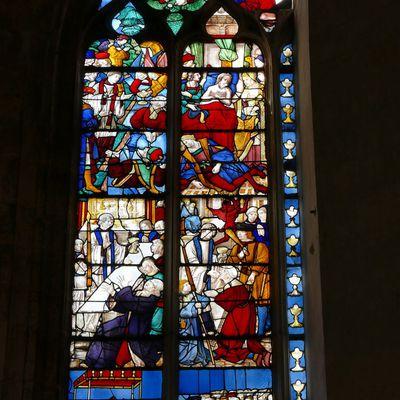 La verrière de l'Eucharistie de l'église de Pont-Audemer.