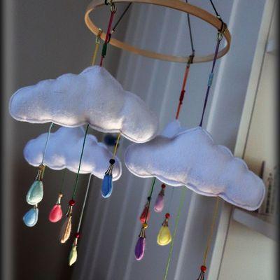 Le mobile nuages en feutrine - tuto couture pour une belle idée de cadeau bébé