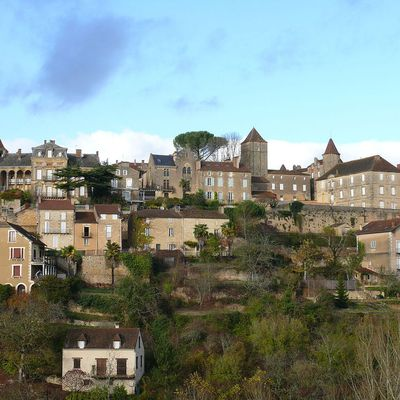 LES PLUS BEAUX VILLAGES DE FRANCE : BELVES  (DORDOGNE)
