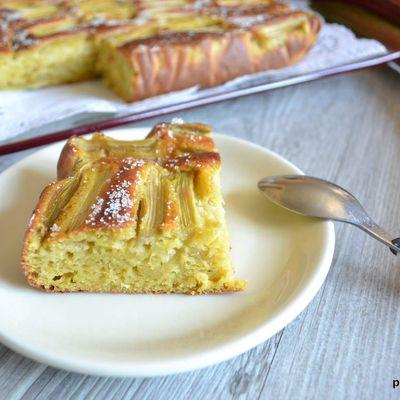 Gâteau à la rhubarbe-cardamome et amandes