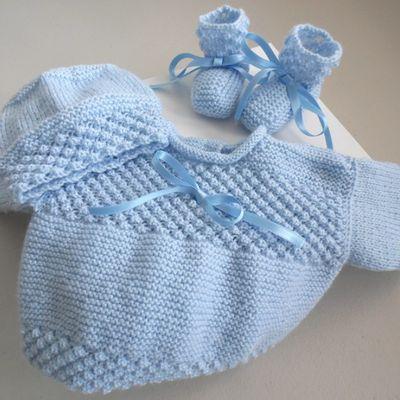 Trousseaux ou ensembles brassière, bonnet et chaussons tricot laine bébé fait main