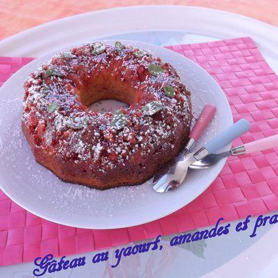 Gâteau au yaourt, amandes et pralines