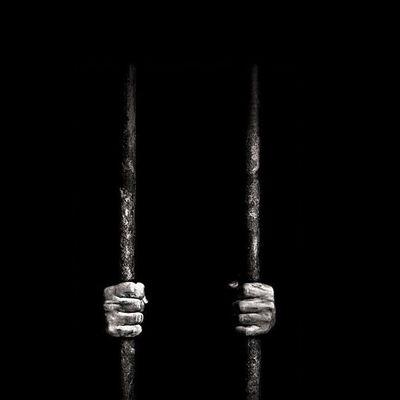 L'homme prisonnier libre.