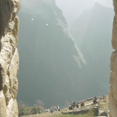 UFO with Light Orbs spotted by Tourists over Machu Picchu ! April 2017