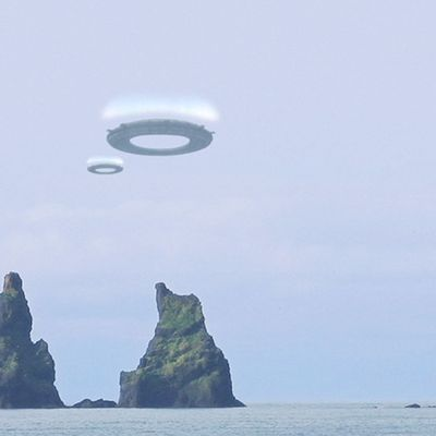 Ring-shaped UFOS filmed by Woman in ICELAND !!! January 2018