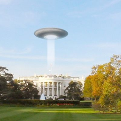 Disc-shaped UFO caught on Tape over White House !!! Aug 2018