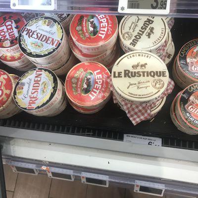 C'est la triste histoire d'un bon camembert Gillot au lait cru, moulé à la louche, congelé et coincé entre 2 Président dans une armoire de la GD : tout ça pour ça !