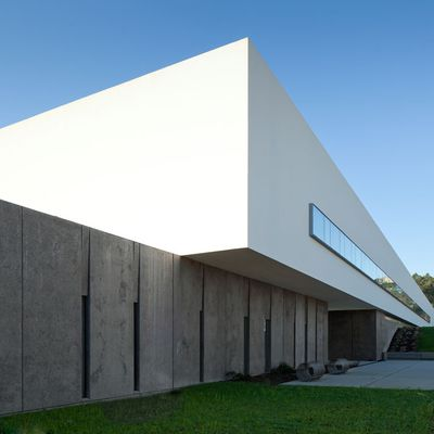 THE NEW SPORTS SCHOOL IN MONTE DE PRADO_MELGAÇO / BY PEDRO REIS ARCHITECT