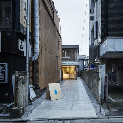 BLUE BOTTLE COFFEE BY  SCHEMATA ARCHITECTS IN TOKYO JAPAN