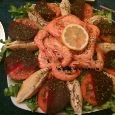 Salade composée, pâtes, crevettes etc