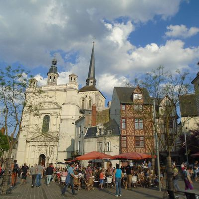 Saumur, la ville-beauté de la Loire au soleil du printemps…