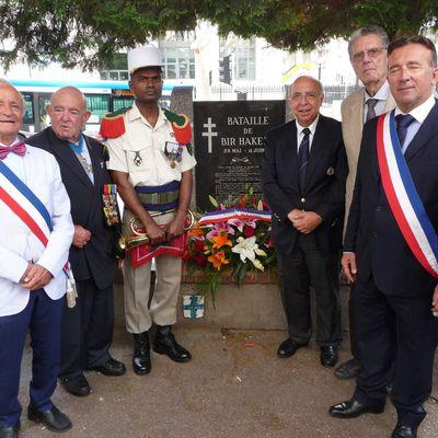 L'UGF commémore la bataille de Bir-Hakeim, à Marseille, avec ses vice-présidents nationaux, Marcel Chapapria et Bernard Domenech.