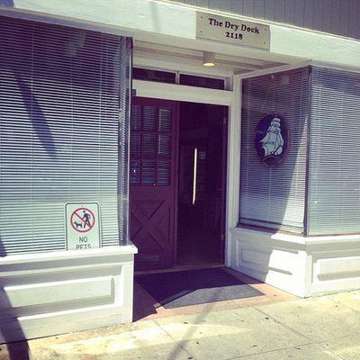 "USA, San Francisco : ""The DRY DOCK"" Club"