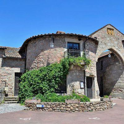 Le village de Le Crozet, bijou médiéval au nord de la Loire!