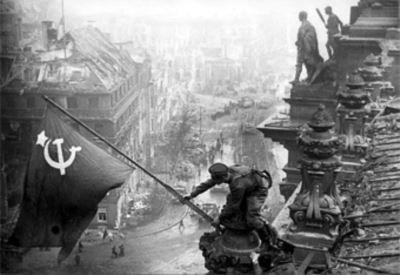 8 mai - 8 mai. Mémoires et images mêlées car elles ne font qu'une. Contre le fascisme, contre le colonialisme.