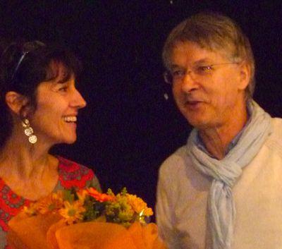 Myriam Saligari reçoit le Prix d'une association littéraire.