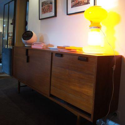 Atelier 68 enfilade scandinave vintageet radio Weltron à La Maison deLouna Maison d'hotes design et vintage