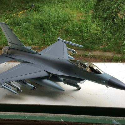 Roll out du F-16 au 1/32 eme