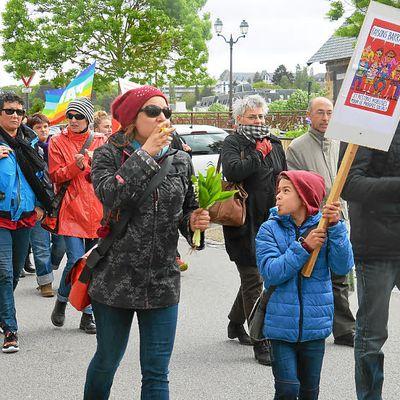 La mobilisation était au rendez vous à Châteaulin pour 1er mai ( Extrait Télégramme 2 mai 2017)