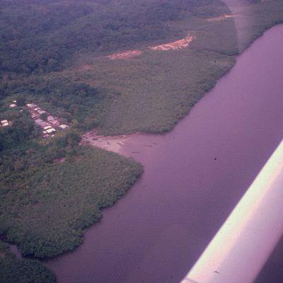 Village sur la Gongoué, estuaire du Gabon