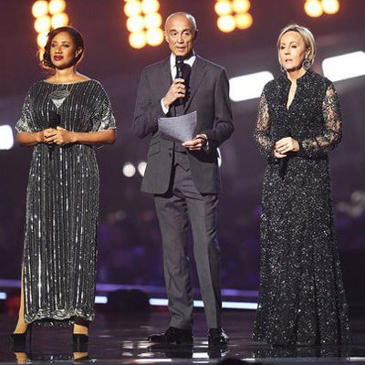 Andrew Ridgeley et Chris Martin rendent un émouvant hommage à George Michael aux Brit Awards 2017.