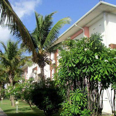 """GUADELOUPE : La résidence """"Crystal Beach"""" à Saint-François."""