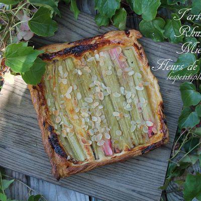 Tarte fine rhubarbe et miel de fleurs de pissenlit
