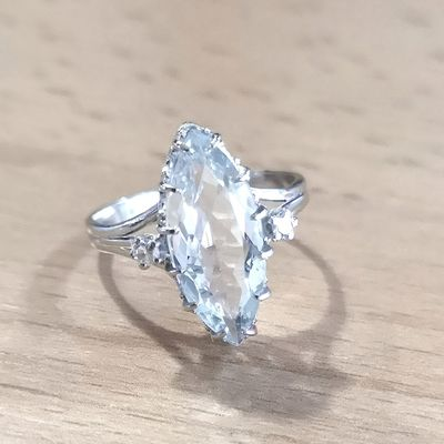 Bague Joaillerie / Aigue-marine / Diamants / Or Blanc 18k / Or femme 18 carats / 750/1000  REF / AA 1065