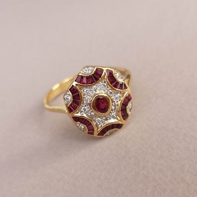 Bague / Rubis / Diamants / Or 2 tons 18K / Joaillerie 18 carats / 750/1000    REF / AA 1078