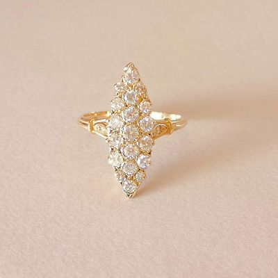 Bague Marquise / Diamants 0,82 ct / Or jaune 18 K / Joaillerie femme 18 carats / 750/1000  REF / AA 925
