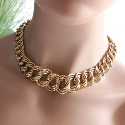 Collier maille entrelacée / 36,60 gr / Or 18 K / 750/1000 / Joaillerie femme 18 carats    REF / AA 1084